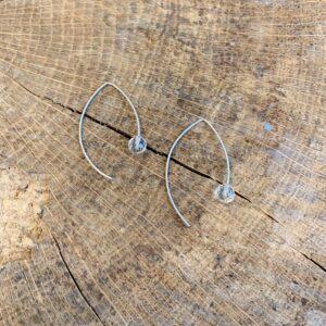Navet oorhangers edelstaal met bergkristal