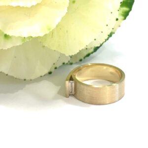 UNI10 Cross-over ring diamant geel goud